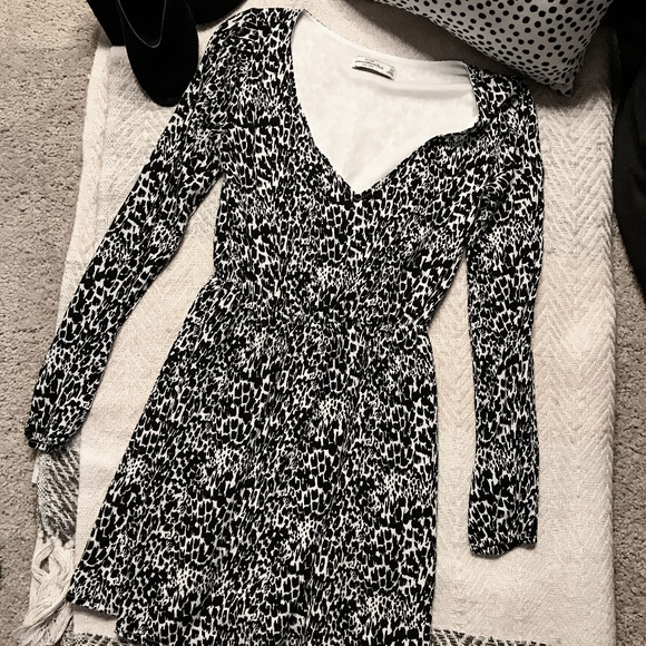 Abercrombie & Fitch Dresses & Skirts - Abercrombie Fitch Black & White Long Sleeve Dress